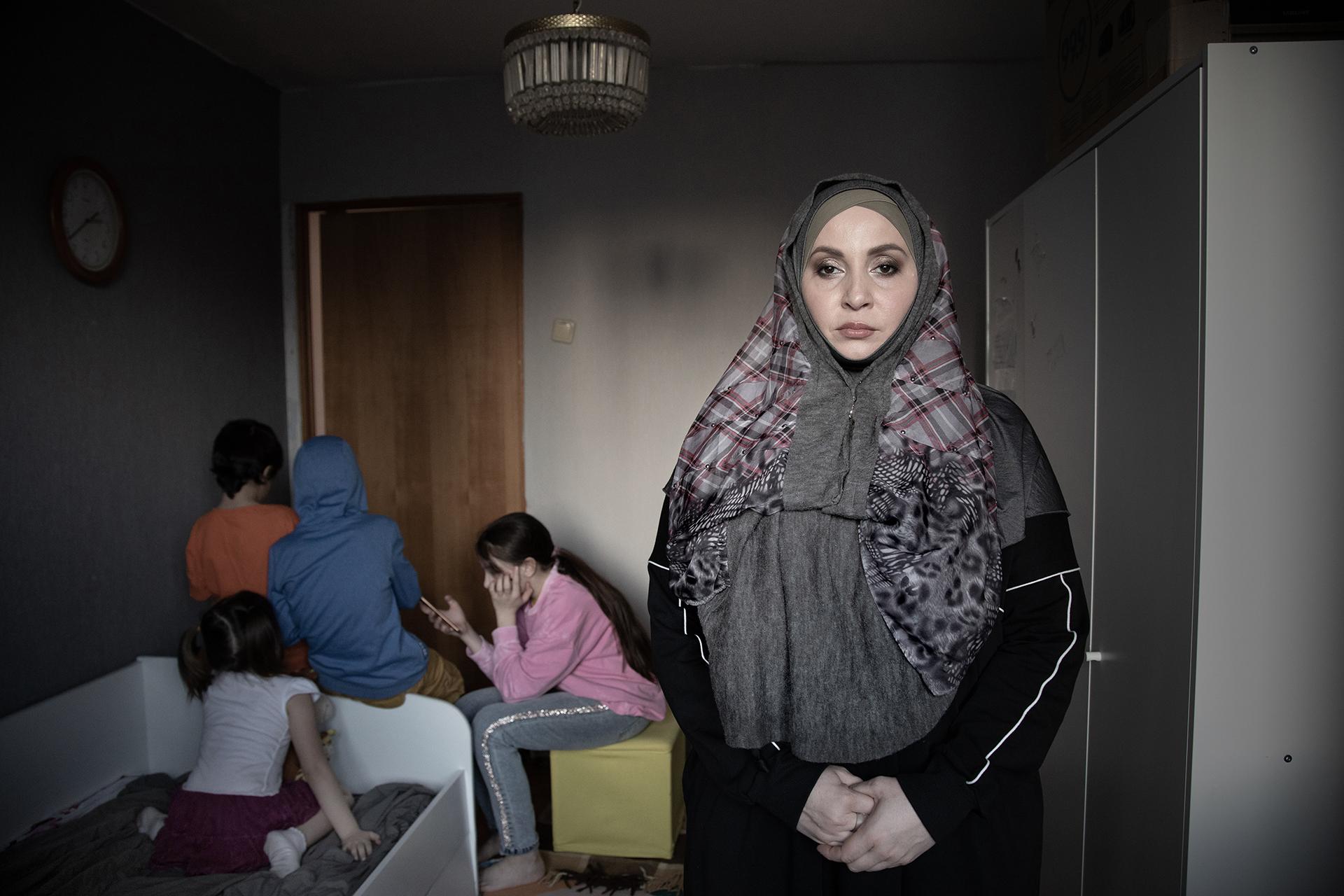 «Рамзан сказал: нет разводов. А я говорю: есть! Это, получается, вызов…». История Аси Гажаевой, которая сбежала из Чечни с четырьмя детьми