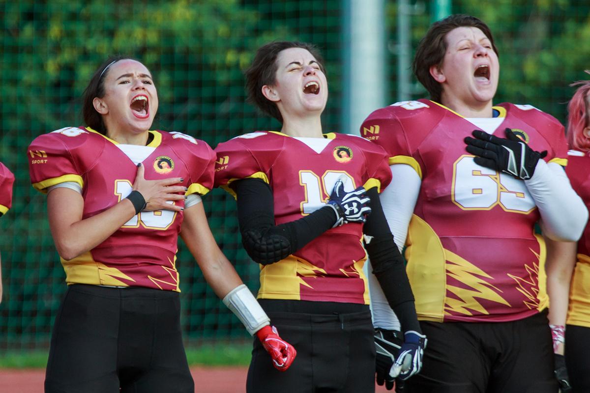 «На поле можно все». Женский американский футбол в России